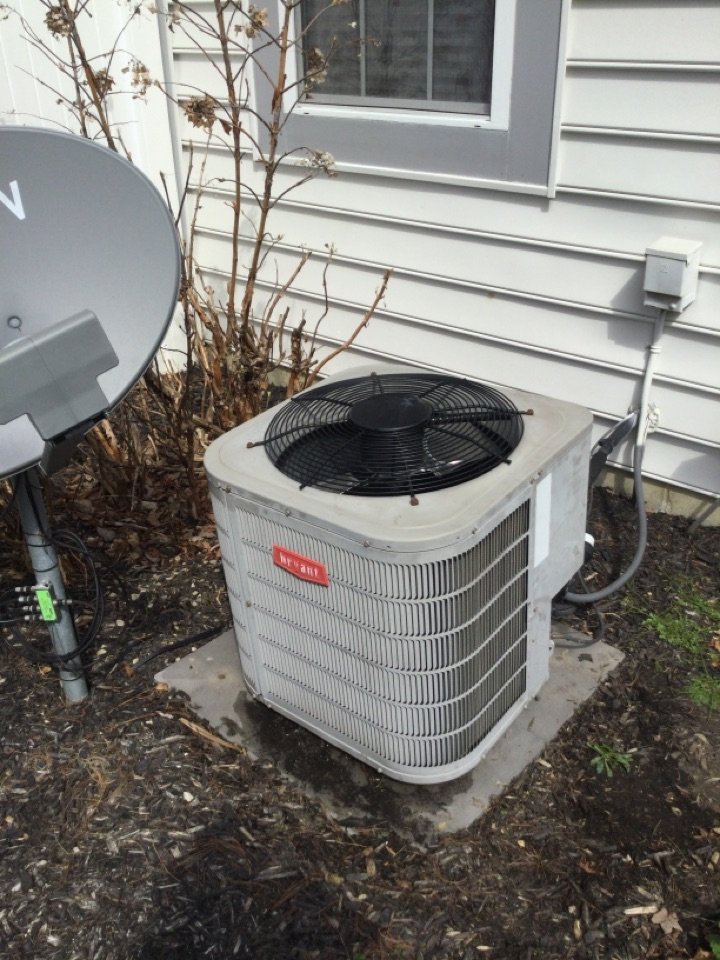 Galena, OH - Ac maintenance inspection including cleaning condenser coil, checking electrical connections and and cycling equipment to ensure proper operation.