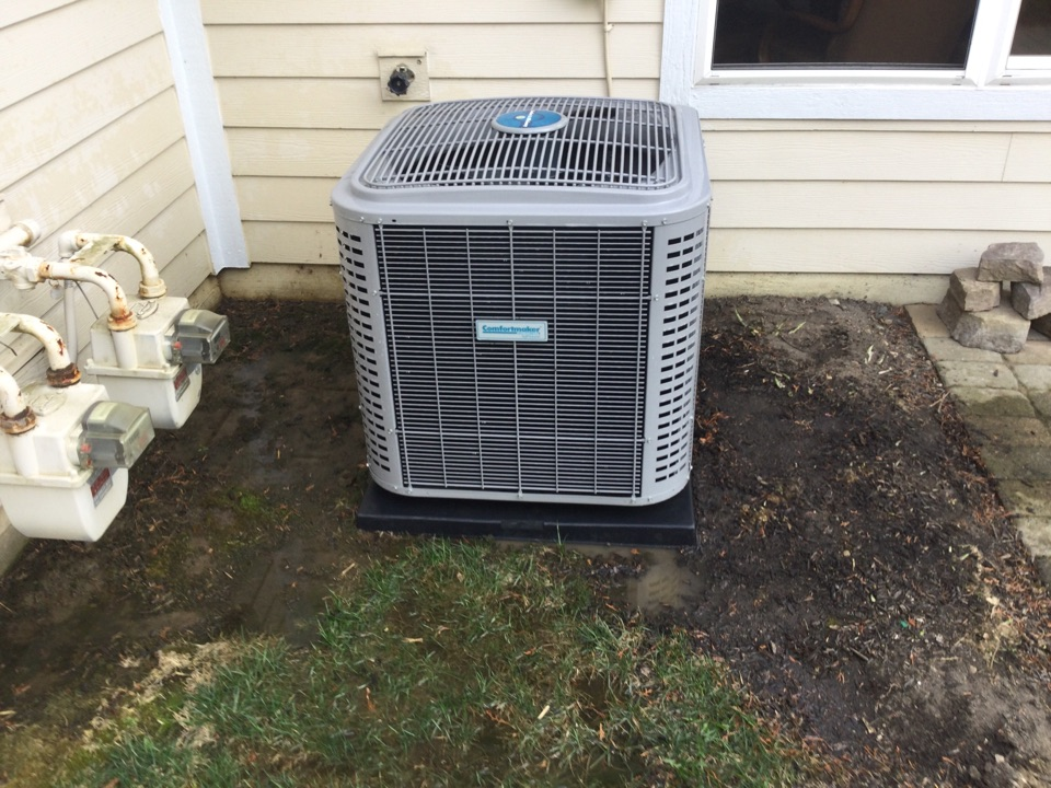 Powell, OH - Performing maintenance on a 2019 comfortmaker air conditioner.