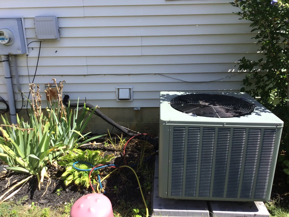 Columbus, OH - Singing in the rain and doing a ac check on a 2011. Bryant 16 seer   Systems check out good. Duct work is high on static pressure