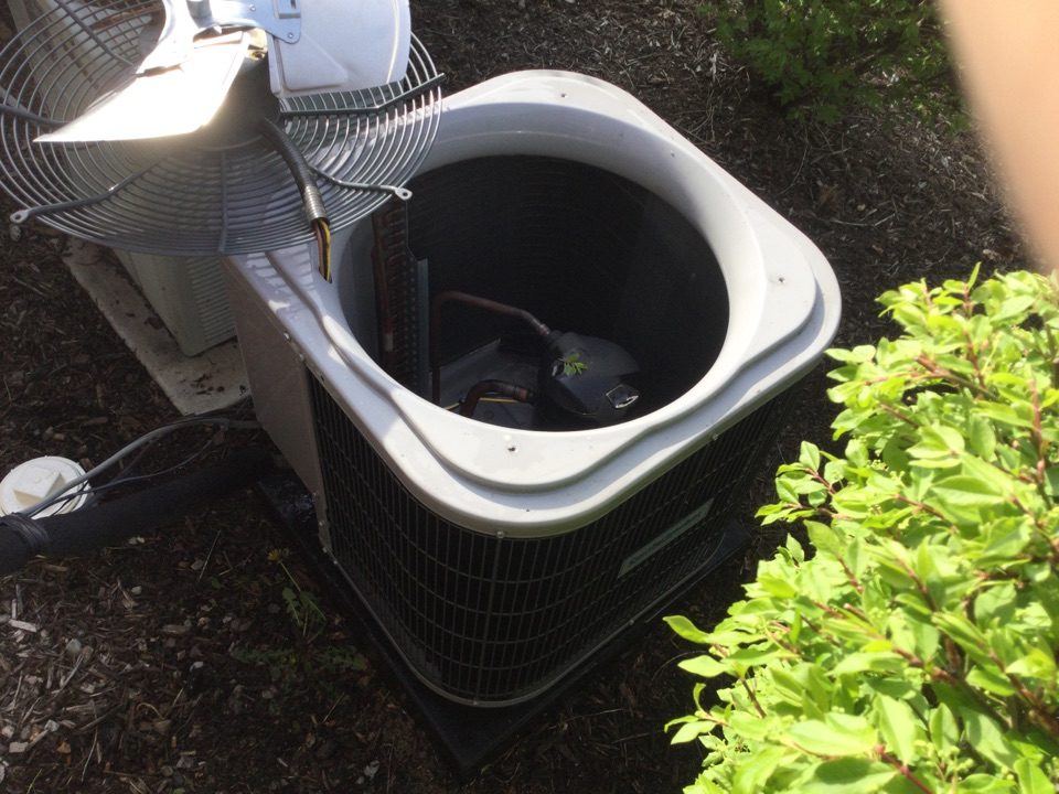 Columbus, OH - Performing maintenance on a 2017 comfortmaker air conditioner.