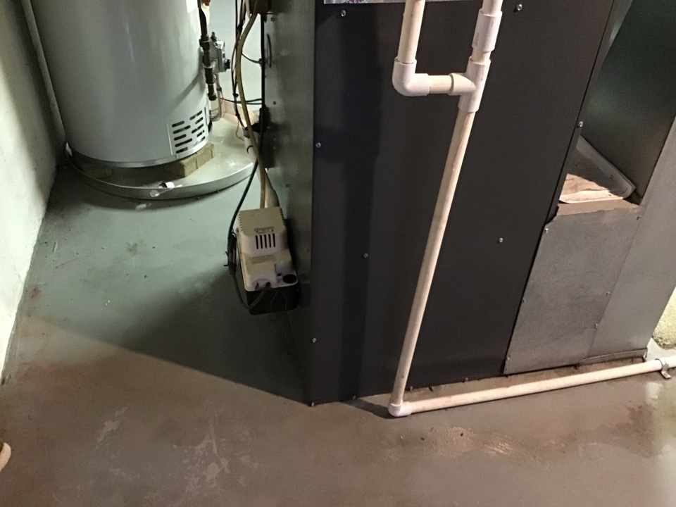 Worthington, OH - Ac check on Bryant 2005 r22 system.  Cleaned and checked system.