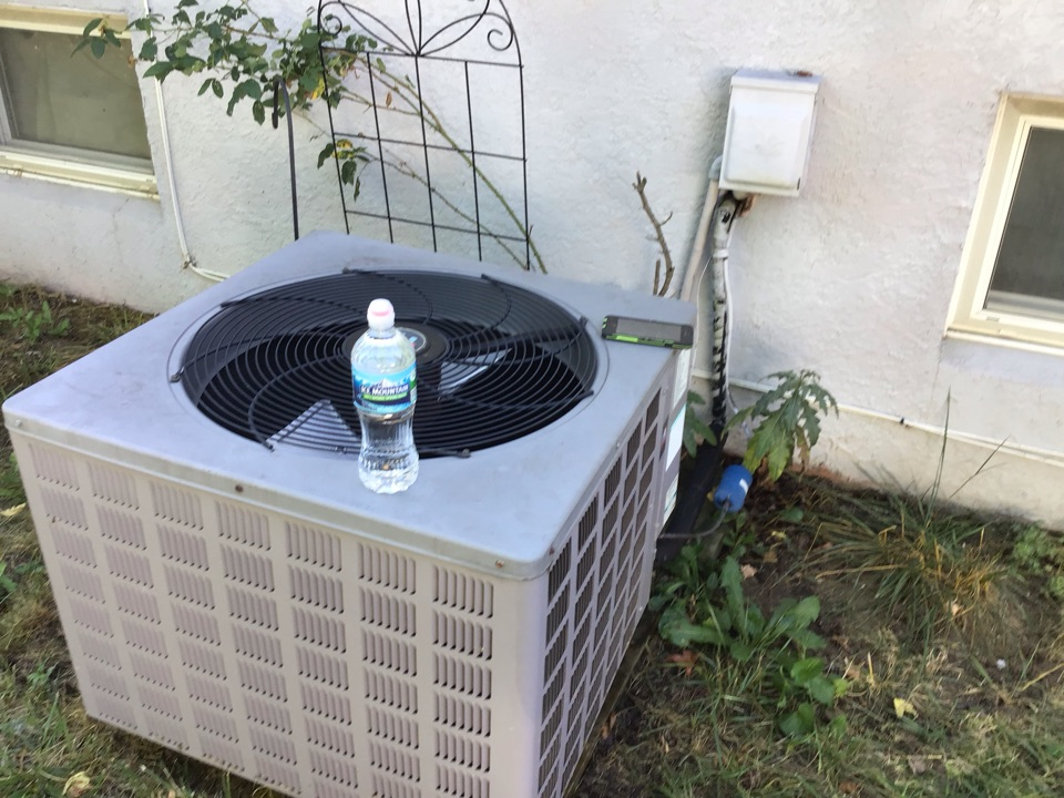 2 stage comfort maker ac.  Runs like a charm. 213 filtration