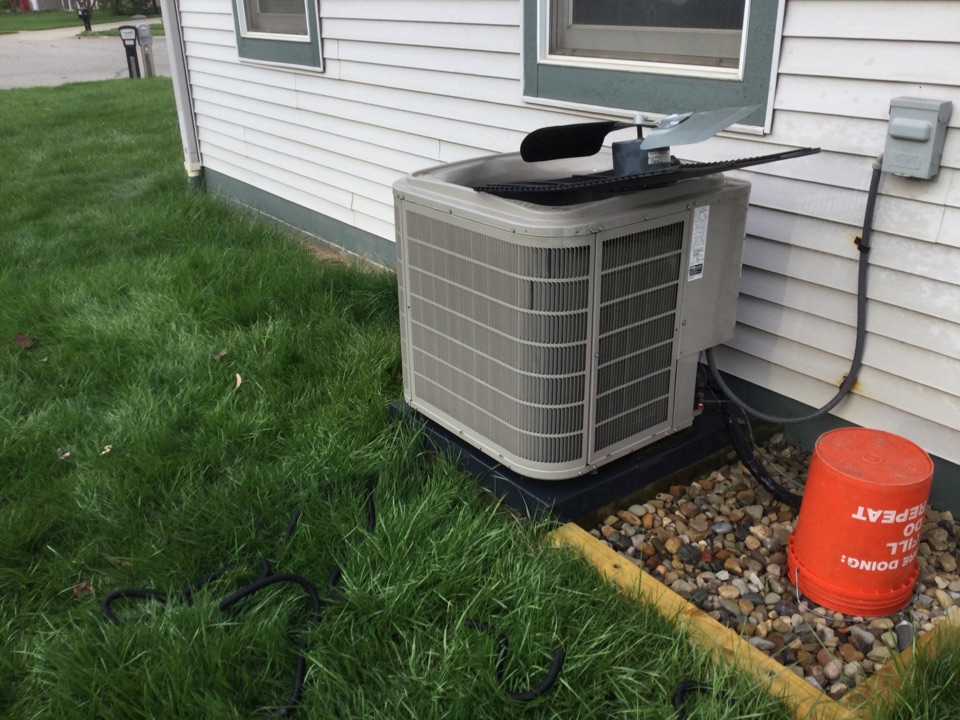 Worthington, OH - Performing maintenance on a 2015 Bryant air conditioner.