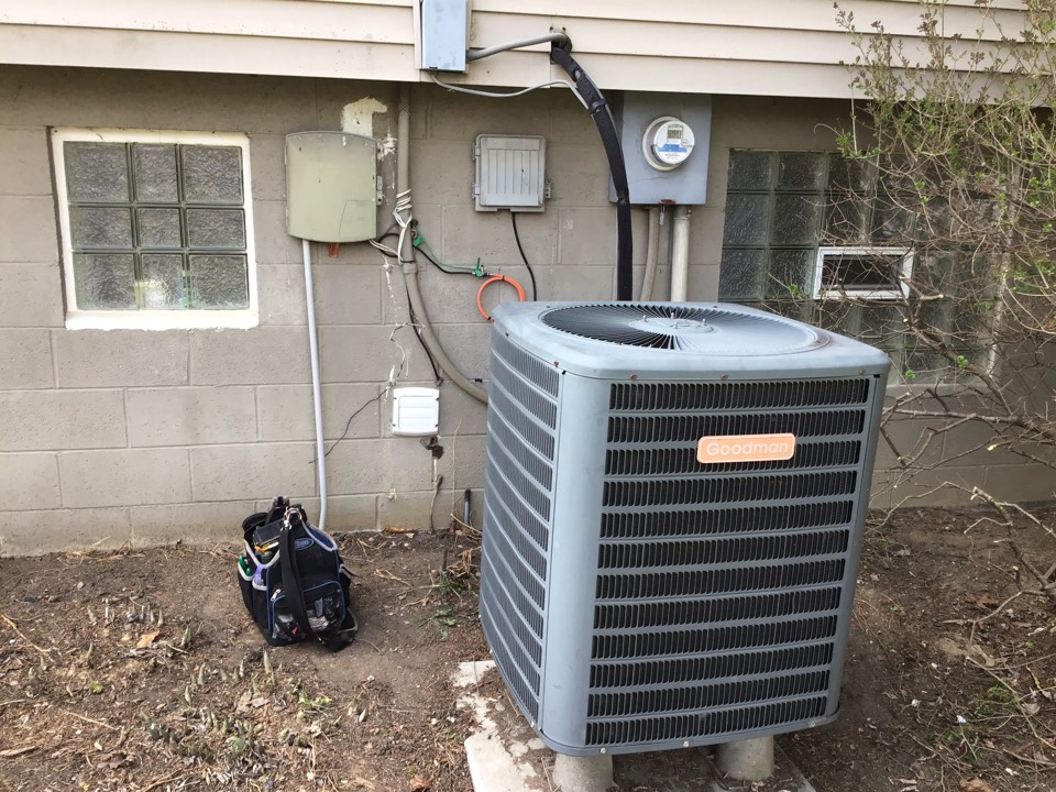 Grove City, OH - Ac check in heat pump. Payne 2003. R22. System is clean and running