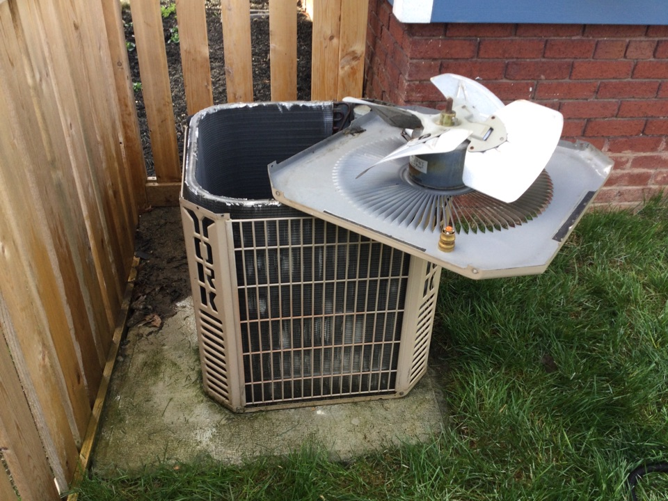 Columbus, OH - Performing maintenance on a 1995 York air conditioner.