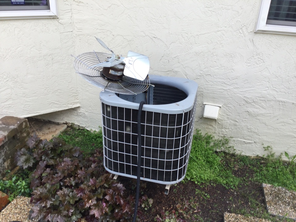 Hilliard, OH - Performing maintenance on a 2002 carrier air conditioner