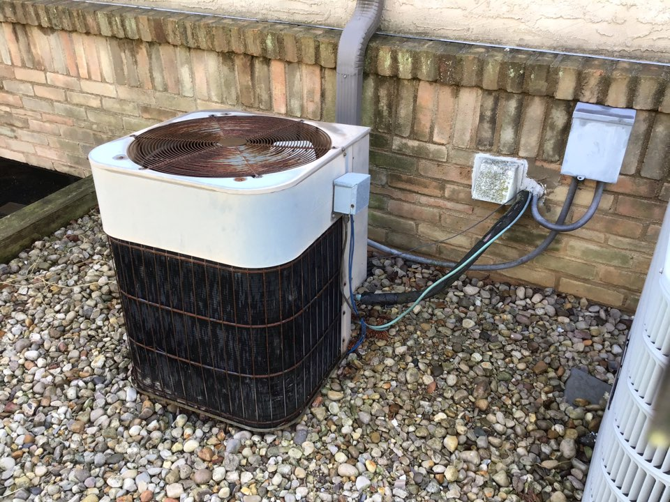 Columbus, OH - Cleaned 2002 Goodman ac. Not the best grate to clean out. System is up and running