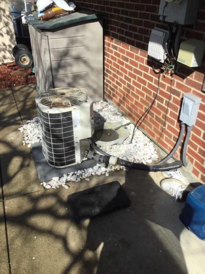 Westerville, OH - Ac maintenance inspection including cleaning condenser coil, checking electrical connections and and cycling equipment to ensure proper operation.