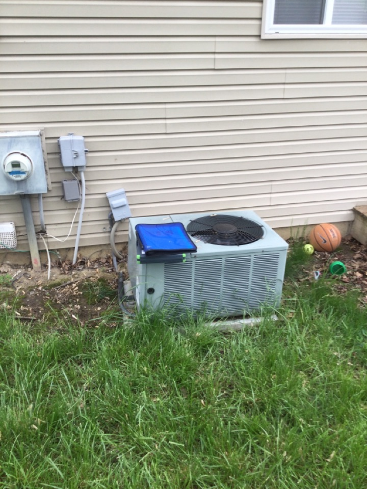 Westerville, OH - Ac maintenance inspection including cleaning condenser coil, checking electrical connections and cycling equipment to ensure proper operation.