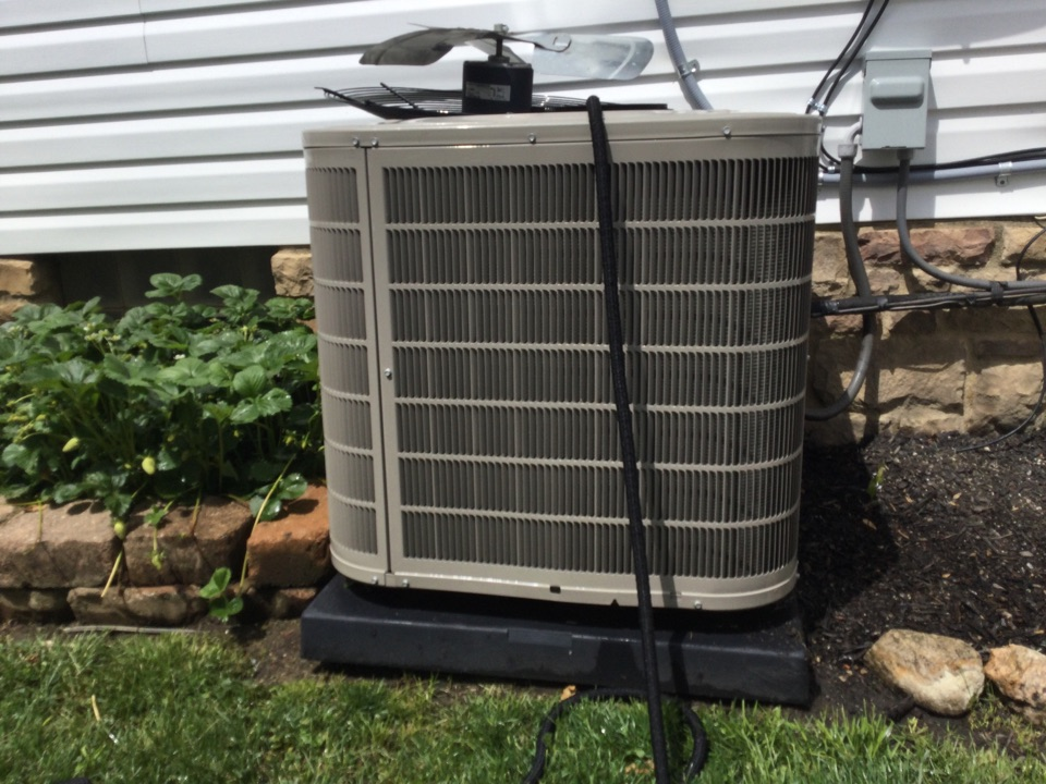 Columbus, OH - Performing maintenance on a. 2015 bryant air conditioner.