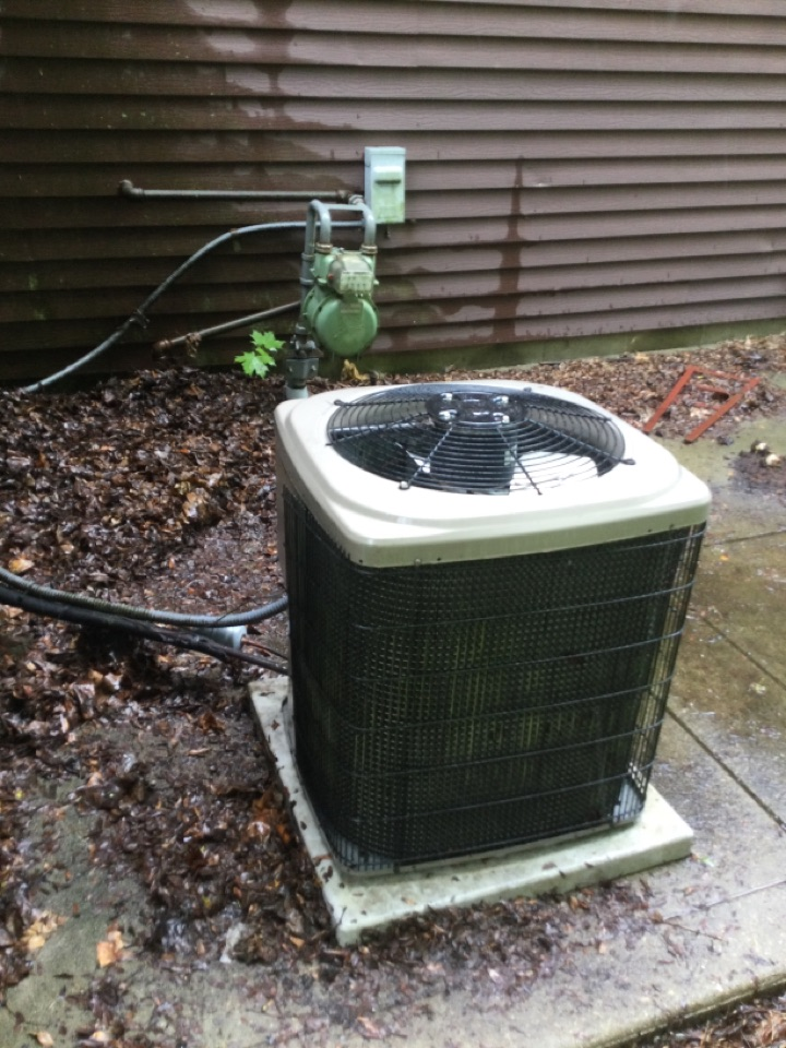 Dublin, OH - Ac maintenance inspection including cleaning condenser coil, checking electrical connections and cycling equipment to ensure proper operation.