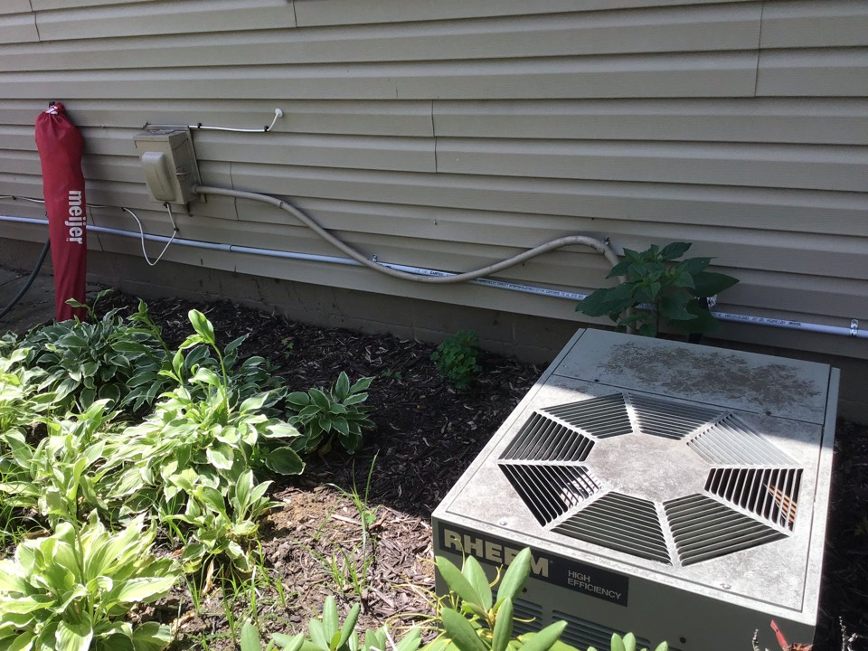 Unit not cooling elk  80 degrees inside  Lo on charge  Added r410  Replaced voltage absorption system  Cleaned outdoor unit and tightened wiring  140 low 330 high  15 superheat  20 split temp  Pulling humidity out  Moving soon