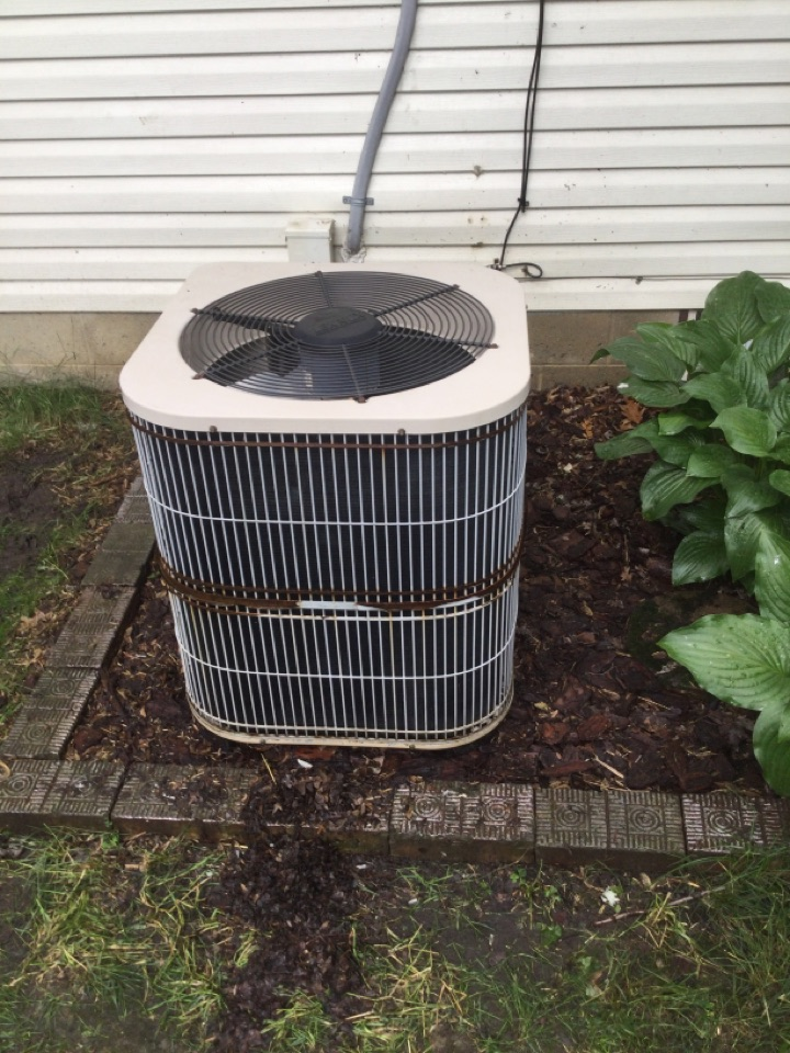 Ac repair of condenser fan motor, blade capacitor and contactor to renovate 11 year old heat pump.