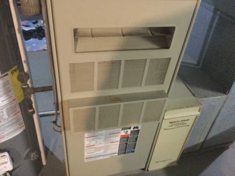 Worthington, OH - Performing maintenance on a. 1993 Lennox natural draft gas furnace.