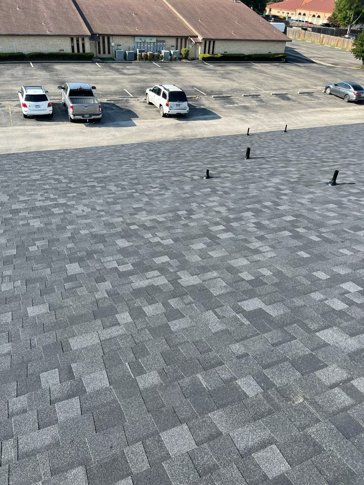 Seguin, TX - Just removed and replaced 170 squares of onyx black true definition duration these are after photos
