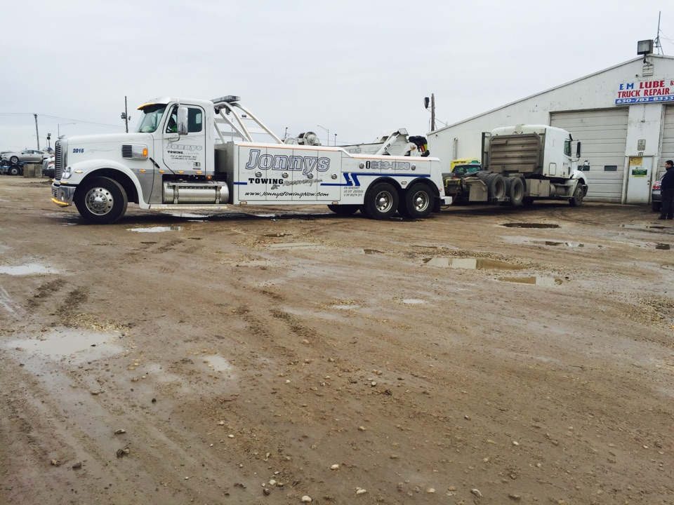 Bolingbrook, IL - Towing a freightliner for road one
