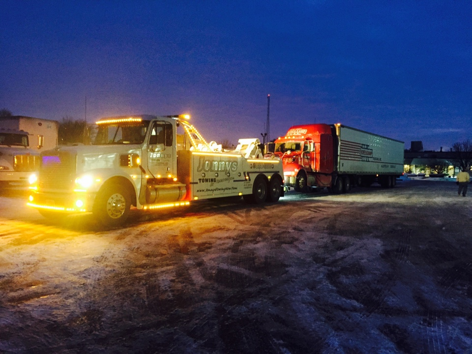 Elmhurst, IL - Tractor trailer tow