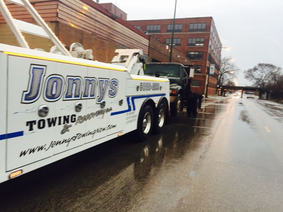 Chicago, IL - International flat bed tow