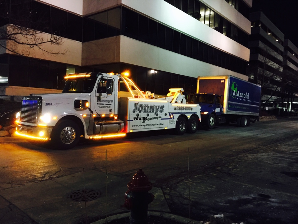 Oakbrook Terrace, IL - 26 foot box truck tow