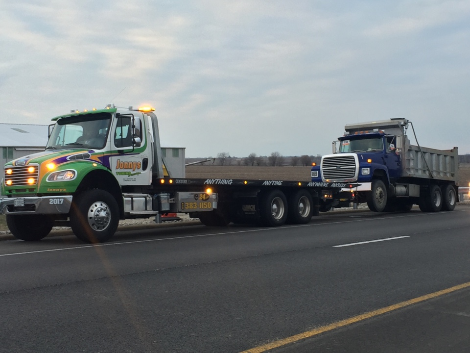 Wenona, IL - Towing service dump truck broke down on I 39 Weenonah Wenona Illinois going to Roanoke Illinois