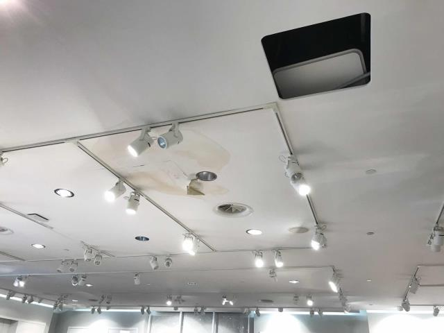 A retailer in Santa Clarita CA reported signs of water leaks on their ceiling. The mall had previously inspected and stated leaks were coming from the store's commercial HVAC system.  Our technician arrived and inspected the air conditioners, finding a few areas that were letting in water. Sealed with glencoat, confirmed drain lines and pans were clear.