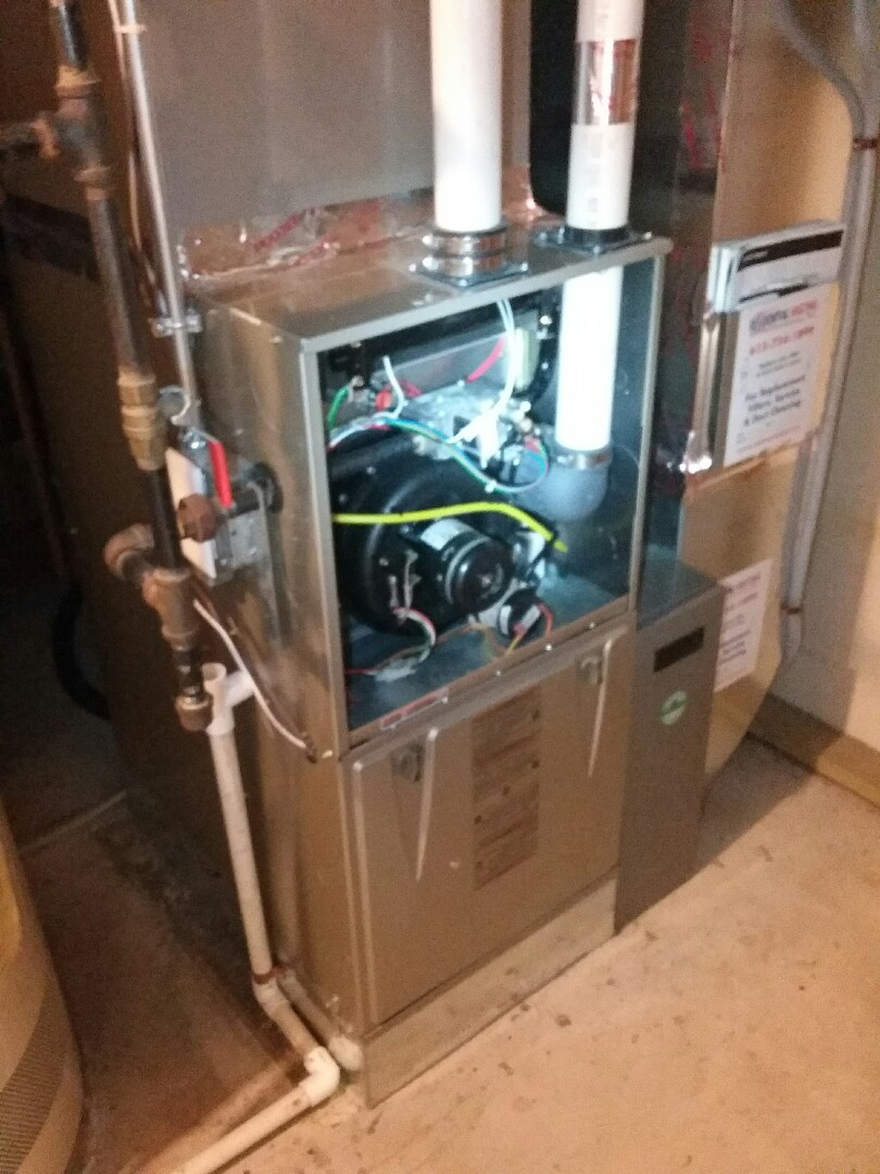Plymouth, MN - Doing a clean and tune on a Carrier  furnace and Air conditioner in Plymouth MN.