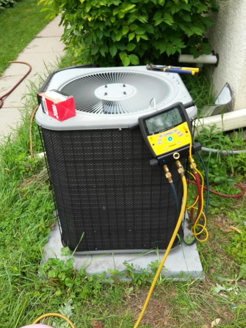 Minneapolis, MN - performing a 410a refrigerant recharge and also replacing a capacitor
