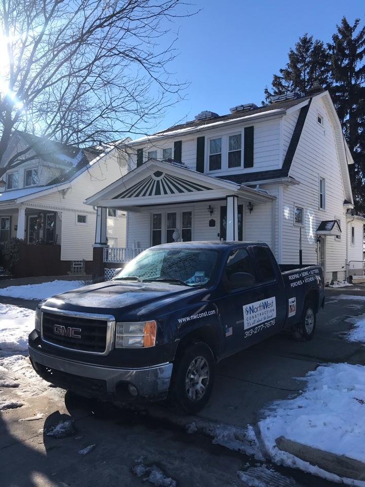 Dearborn, MI - Kicking off a roof in Dearborn today, GAF Timberline HDZ
