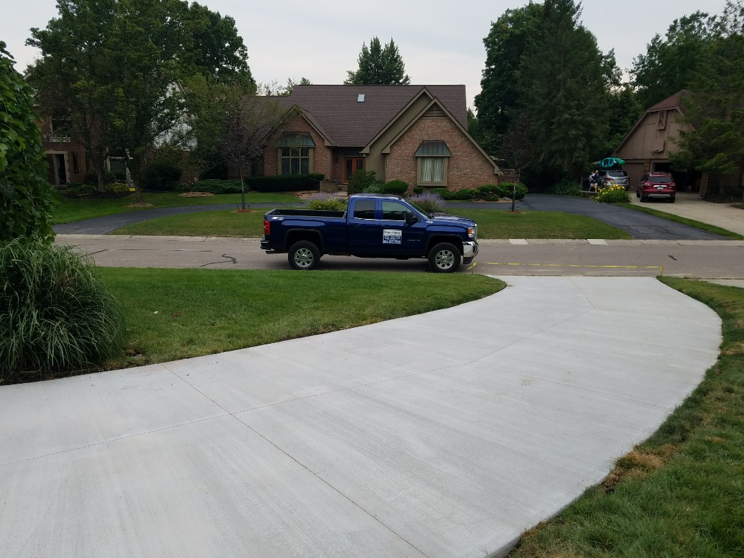 Farmington Hills, MI - new concrete driveway 2000 sq. feet with wire mesh reinforced concrete