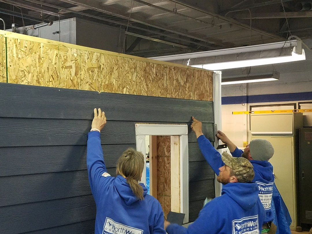 Taylor, MI - James Hardie Siding Sponsored installation class. Safety and best practices. Continuing education is a key component for quality instalation.