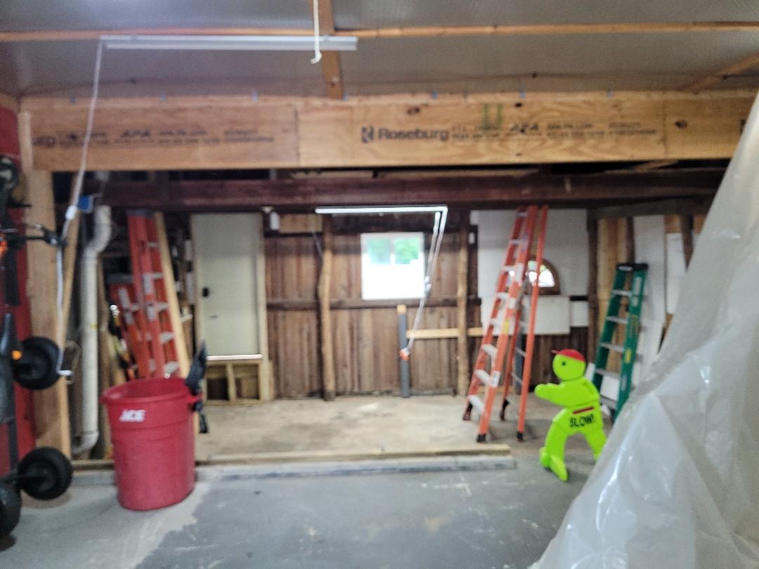 Worthington, OH - Roseburg lvl, holding up the garage roof,