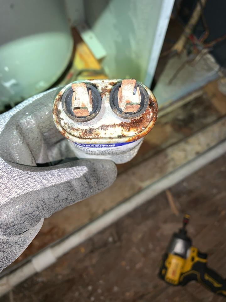 Richmond Hill, GA - No heat call. Had a bad run capacitor and a failed heat kit