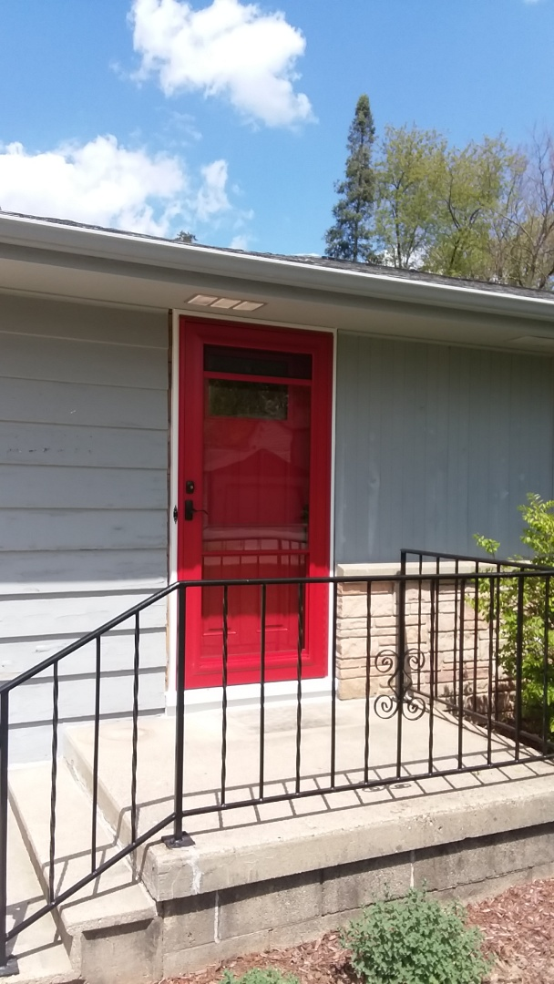 Oconomowoc, WI - Entry and storm door