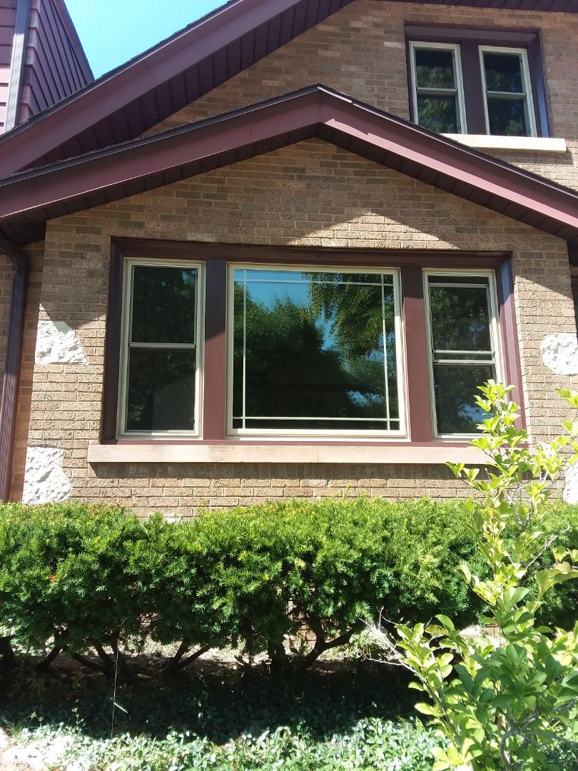 Milwaukee, WI - 24 new windows pocket install with aluminum trim