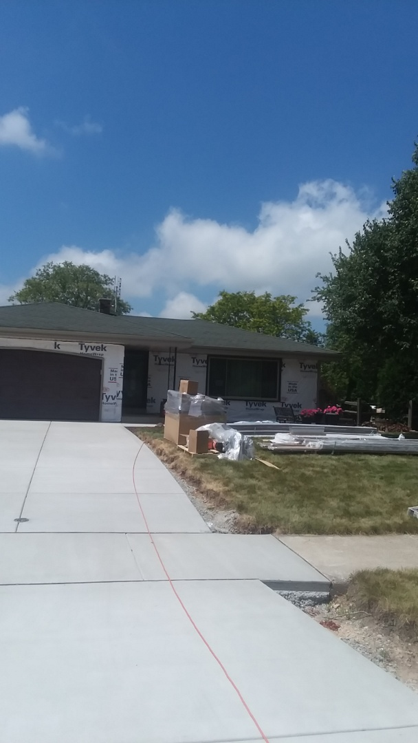 Franklin, WI - Installing decay lp siding on ranch style home