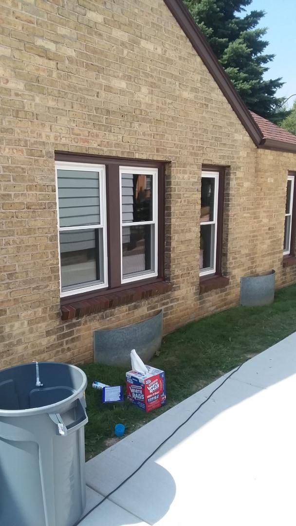 West Allis, WI - Installing 12 pocket windows