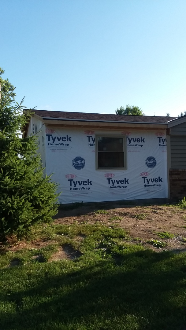 New Berlin, WI - Installing foam back vinyl siding on addition of ranch style home