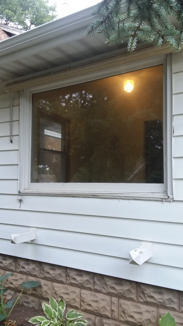 Wauwatosa, WI - Seven windows two full frame with woodwork and aluminum and five pocket with aluminum trim