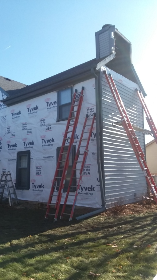 New Berlin, WI - Continuing installing vinyl siding on 2 story home