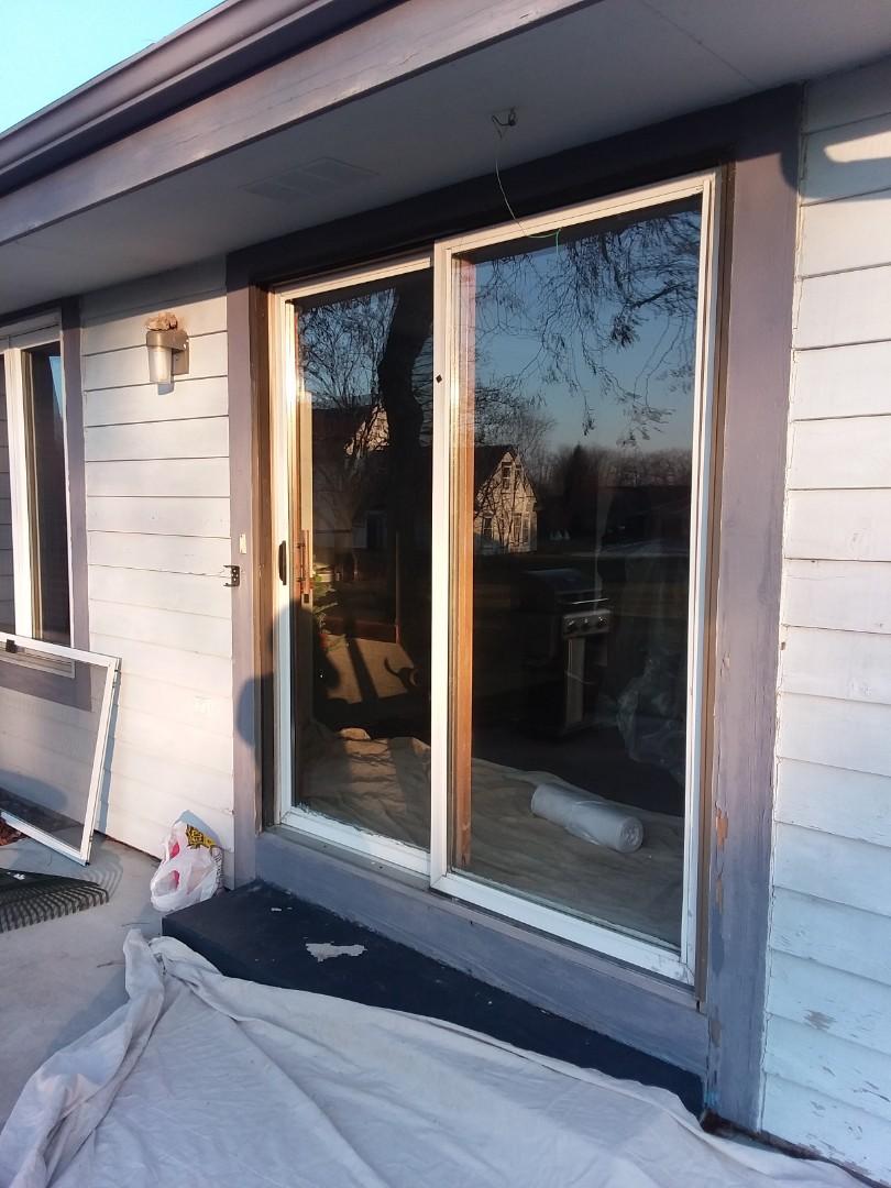 Menomonee Falls, WI - Sliding patio door with woodwork and aluminum trim