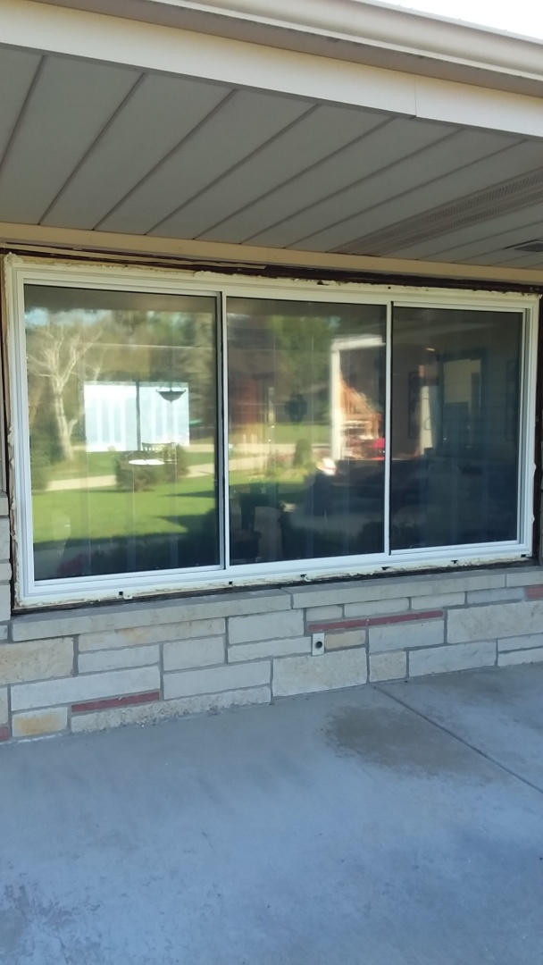 New Berlin, WI - Five windows two full frame with woodwork and aluminum trim and three pocket install