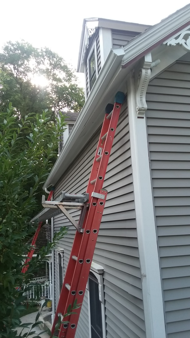 Wauwatosa, WI - Replacing 5 inch gutter with 6 inch gutter