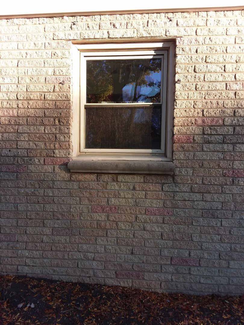 Milwaukee, WI - Nine windows full frame with vinyl brickmold and woodwork