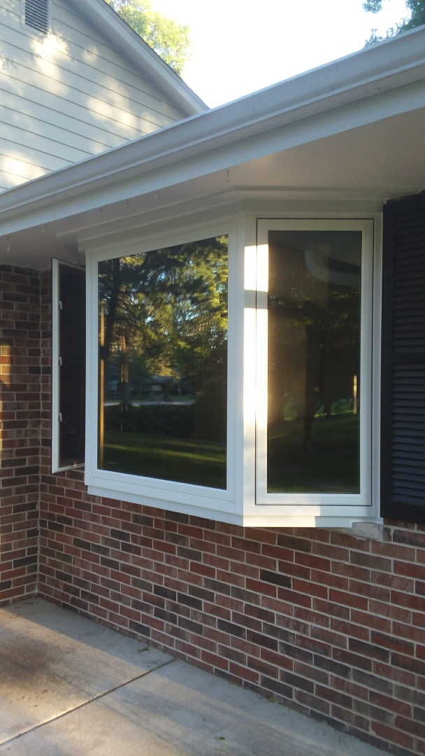 Brookfield, WI - 14 double hung windows and a bay window