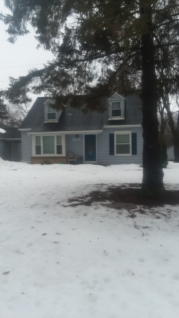 New Berlin, WI - Putting up gutters