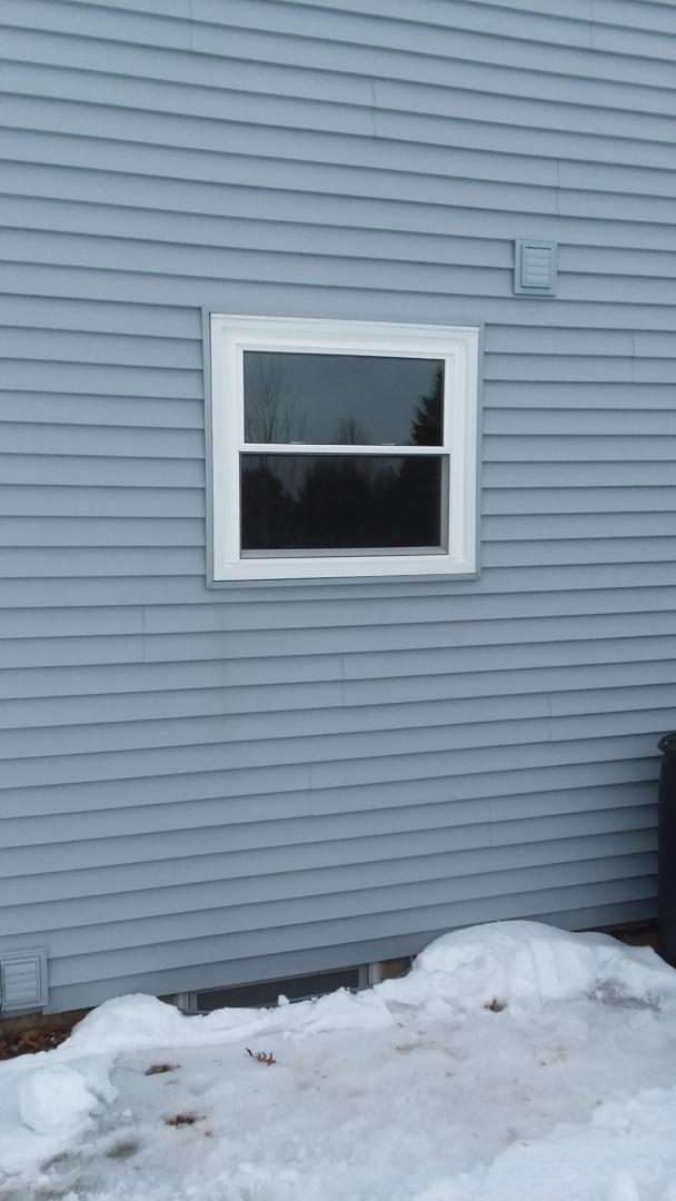Waukesha, WI - 1 double hung window