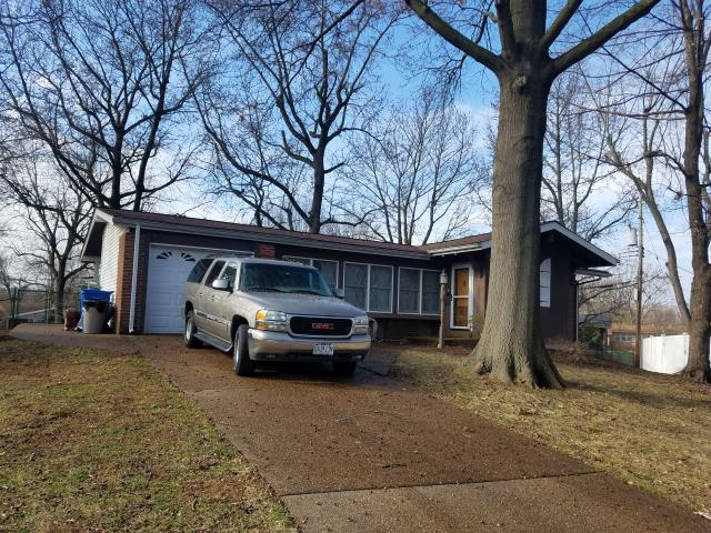 Florissant, MO - EBS just completed installing a new shingle roof on this house using CertainTeed XT25, 3-Tab Shingles.