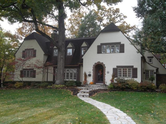 St. Louis, MO - Providing FREE estimate for roof replacement on this beautiful home to keep the homeowner's investment in tip-top shape.