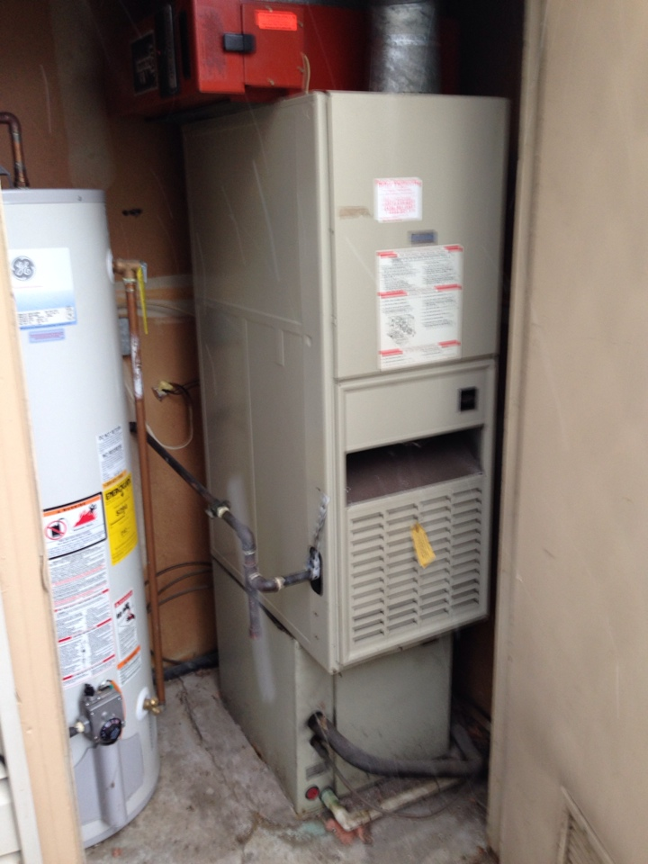 Crofton, MD - Carrier gas furnace heating & AC system & GE water heater replacement installation service call in Crofton Maryland 21114