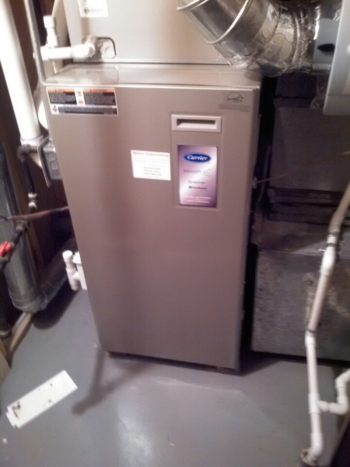 Crofton, MD - Carrier gas furnace heating & A/C system, Aprilaire humidifier & Honeywell electronic air cleaner replacement installation repair service call in Crofton Maryland 21114